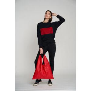 Fekete pulóver piros mintával